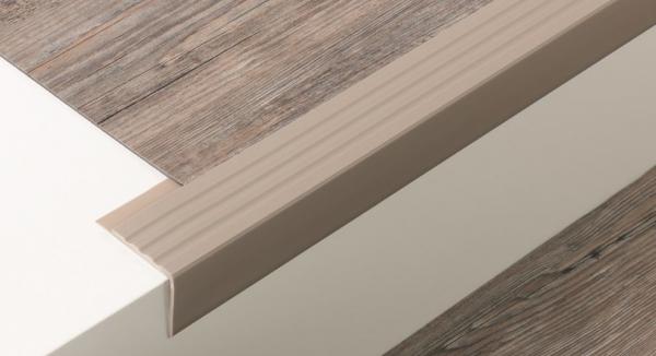 Weich-PVC Treppenkante (45/42/3)