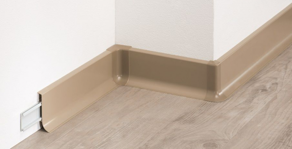 Hart-PVC Klemmsockelleiste (60/18)